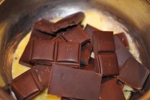 kausēt šokolādi ar sviestu
